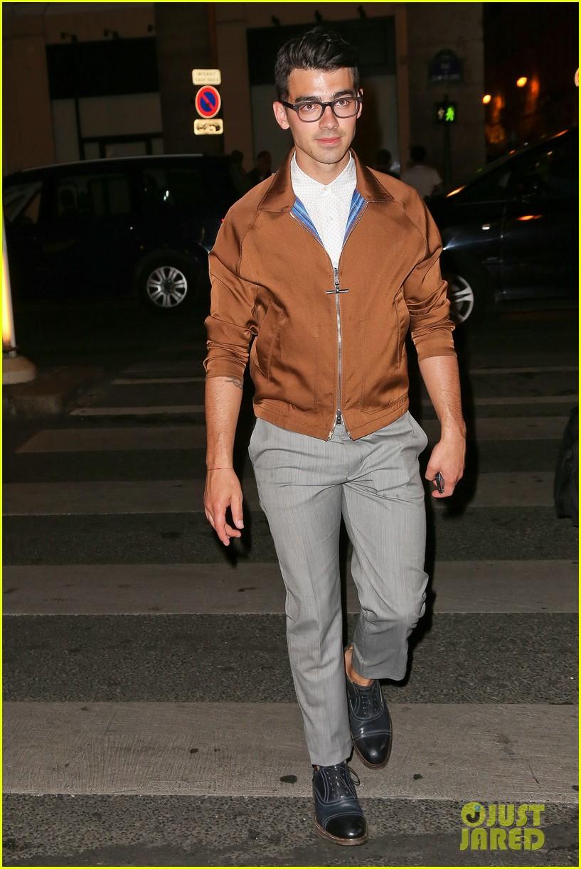 joe jonas jesse metcalfe dinner paris fashion week 033145332