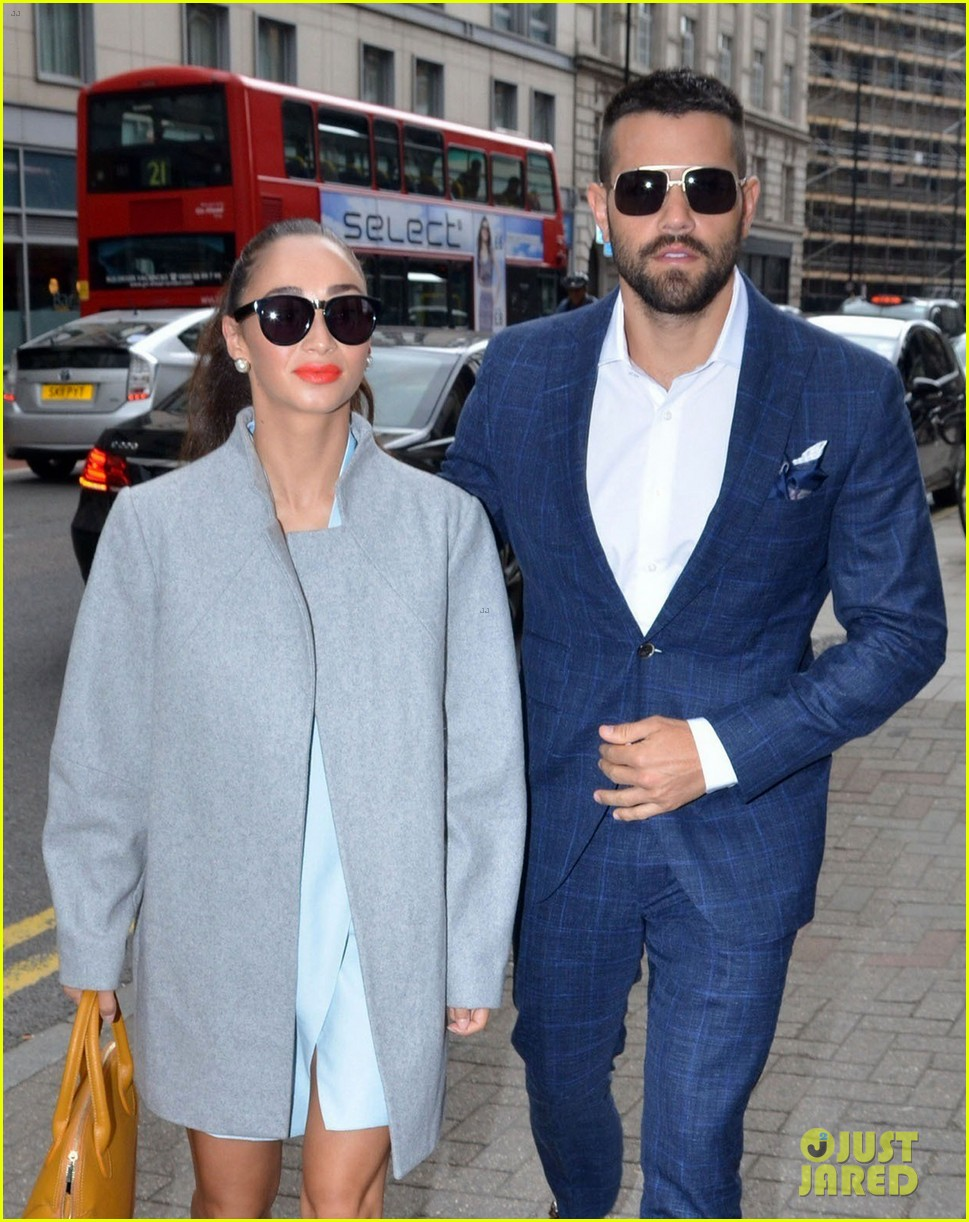 jesse metcalfe cara santana fashionable duo for london mens fashion week 113137881