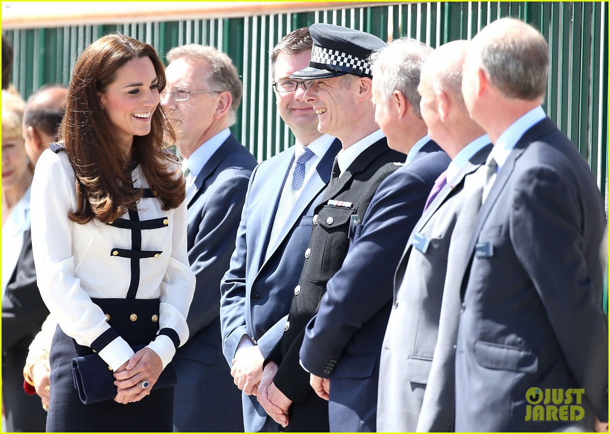 kate middleton steps out solo for bletchley park spy school visit 083137933