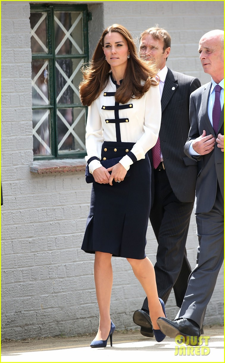 kate middleton steps out solo for bletchley park spy school visit 123137937