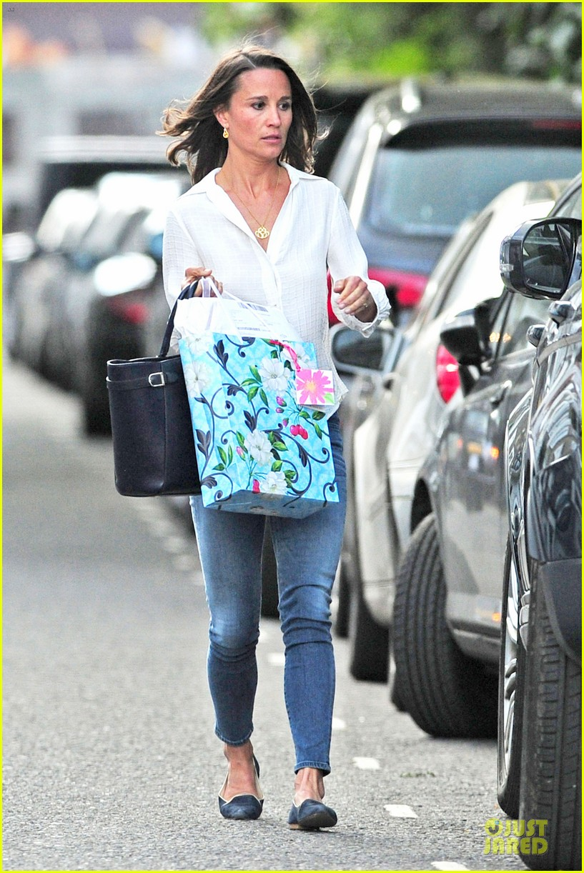 pippa middleton grabs drinks with tom kingston 053144932
