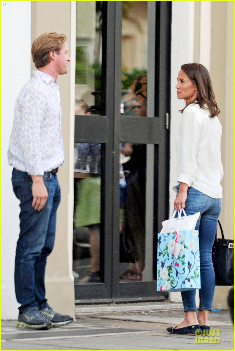pippa middleton grabs drinks with tom kingston 143144941