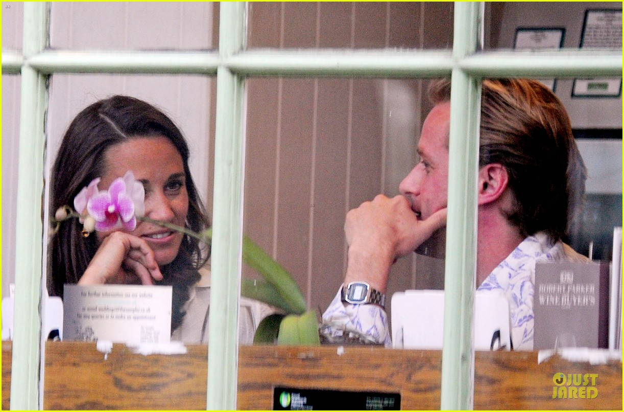 pippa middleton grabs drinks with tom kingston 153144942