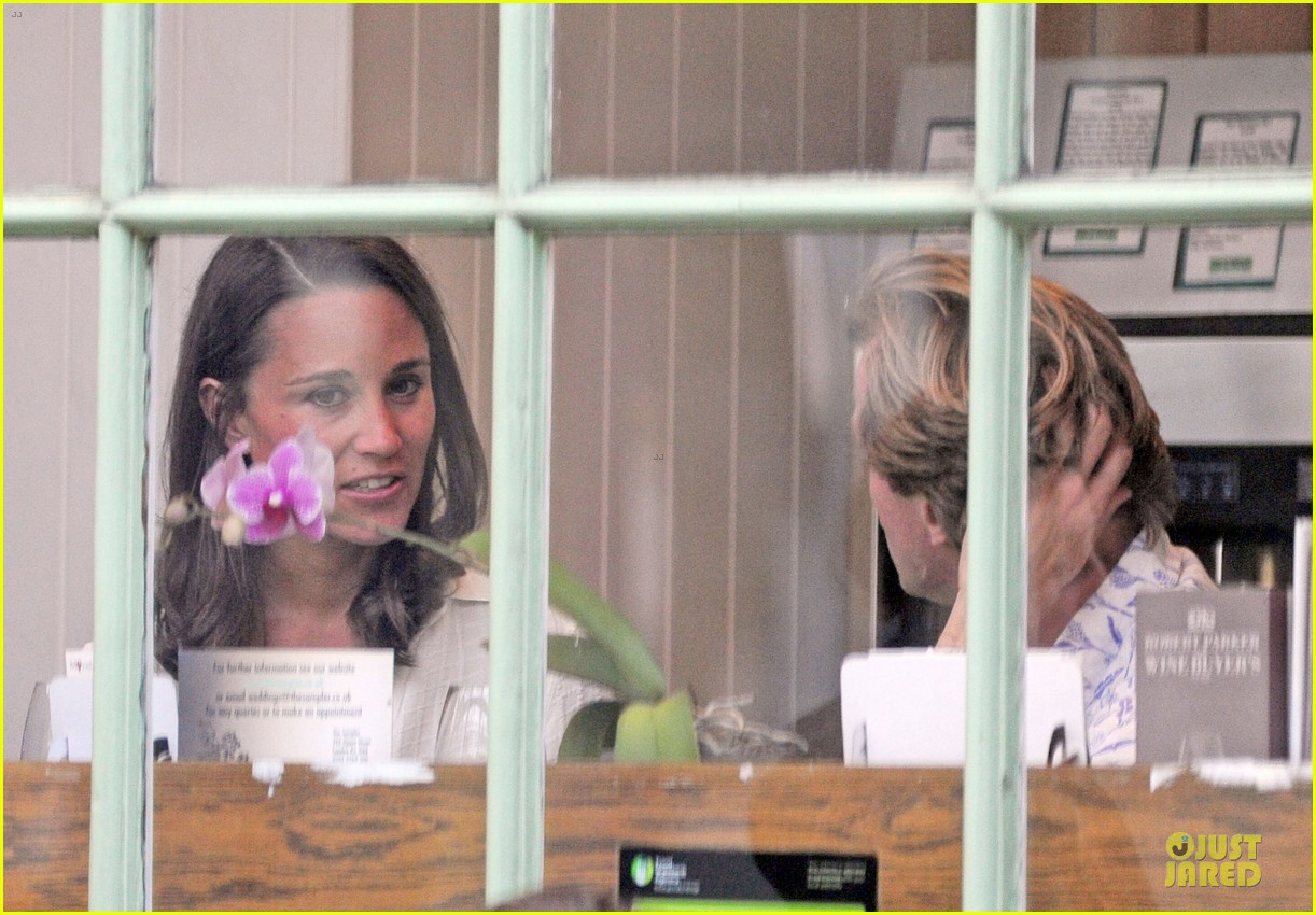 pippa middleton grabs drinks with tom kingston 173144944