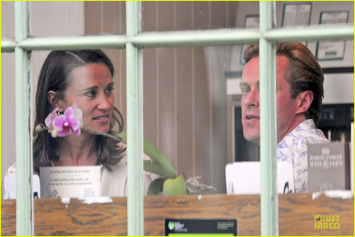 pippa middleton grabs drinks with tom kingston 183144945