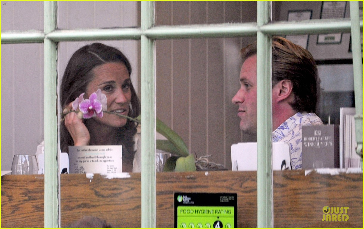 pippa middleton grabs drinks with tom kingston 20