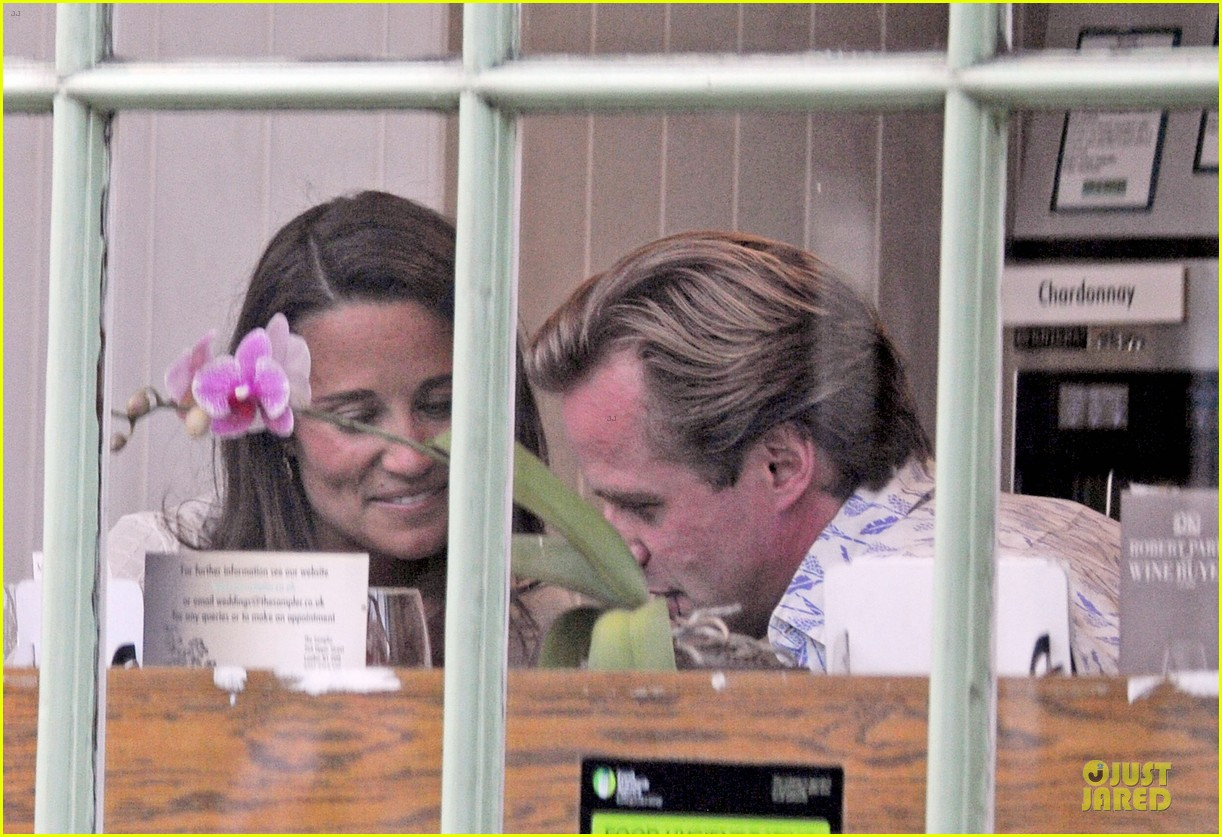 pippa middleton grabs drinks with tom kingston 223144949
