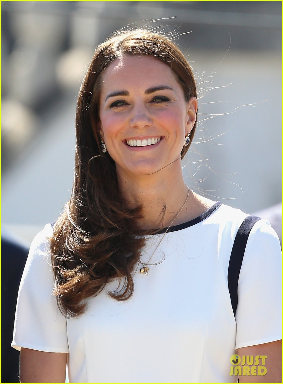 kate middleton never fails to impress see latest outfit here 053132271