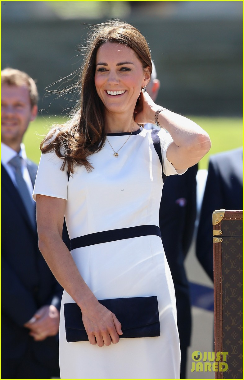 kate middleton never fails to impress see latest outfit here 063132272