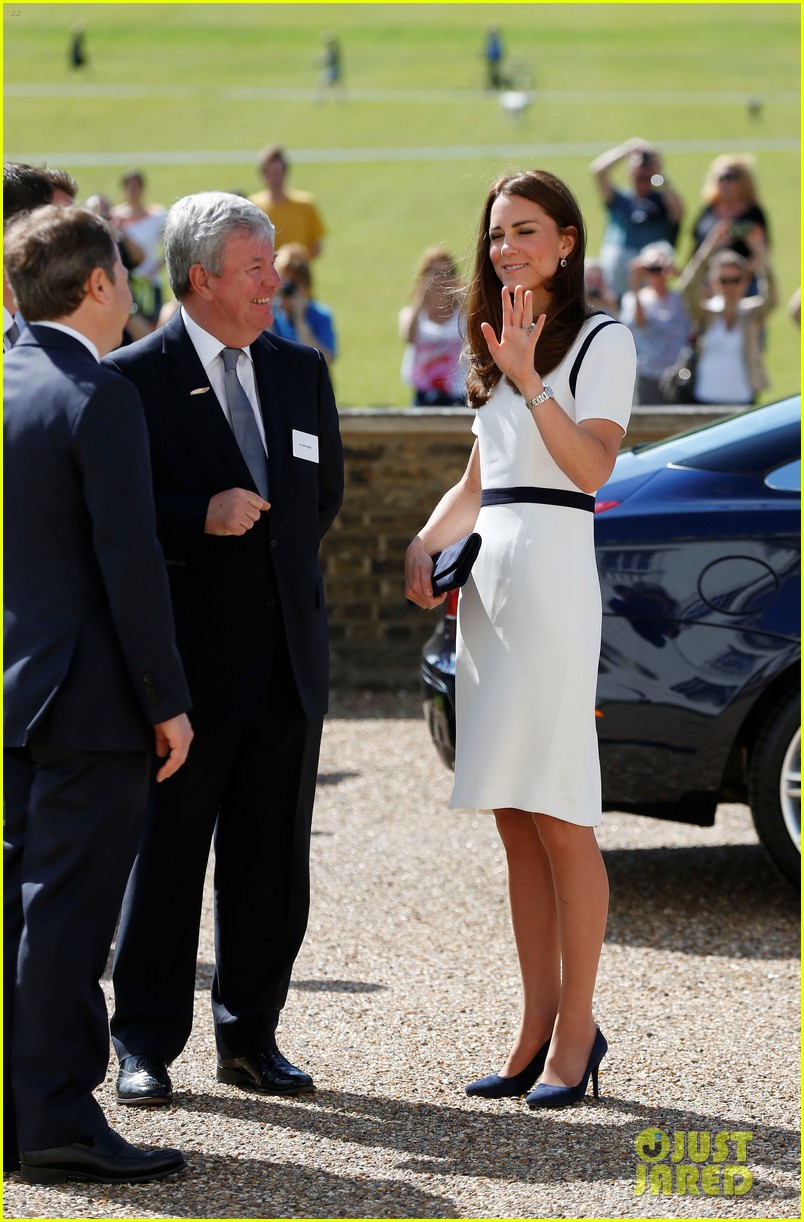 kate middleton never fails to impress see latest outfit here 093132275