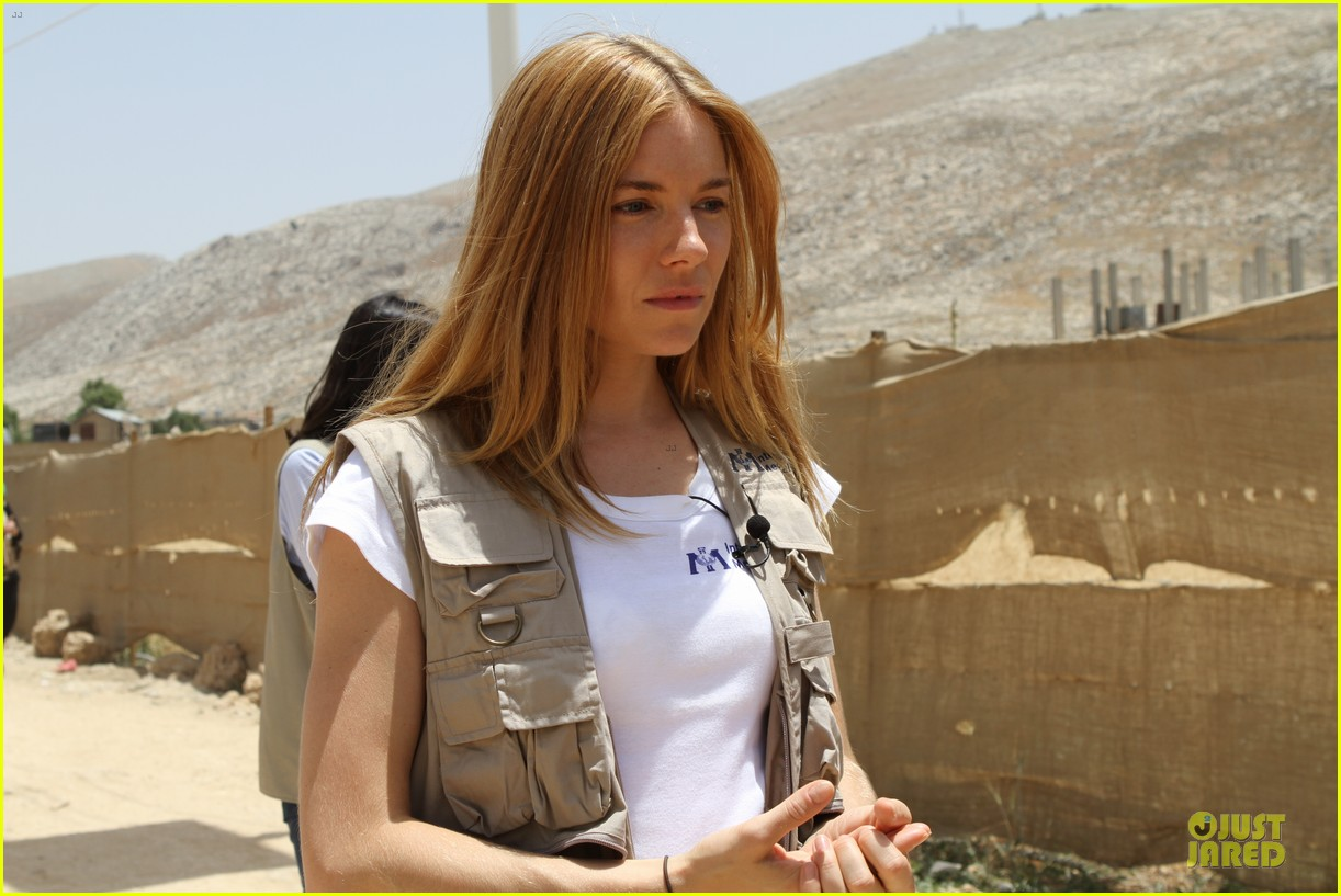 sienna miller raises awareness of syria crisis in lebanon 03