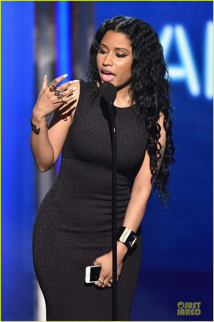 nicki minaj changes to accept female hip hop artist 033146572