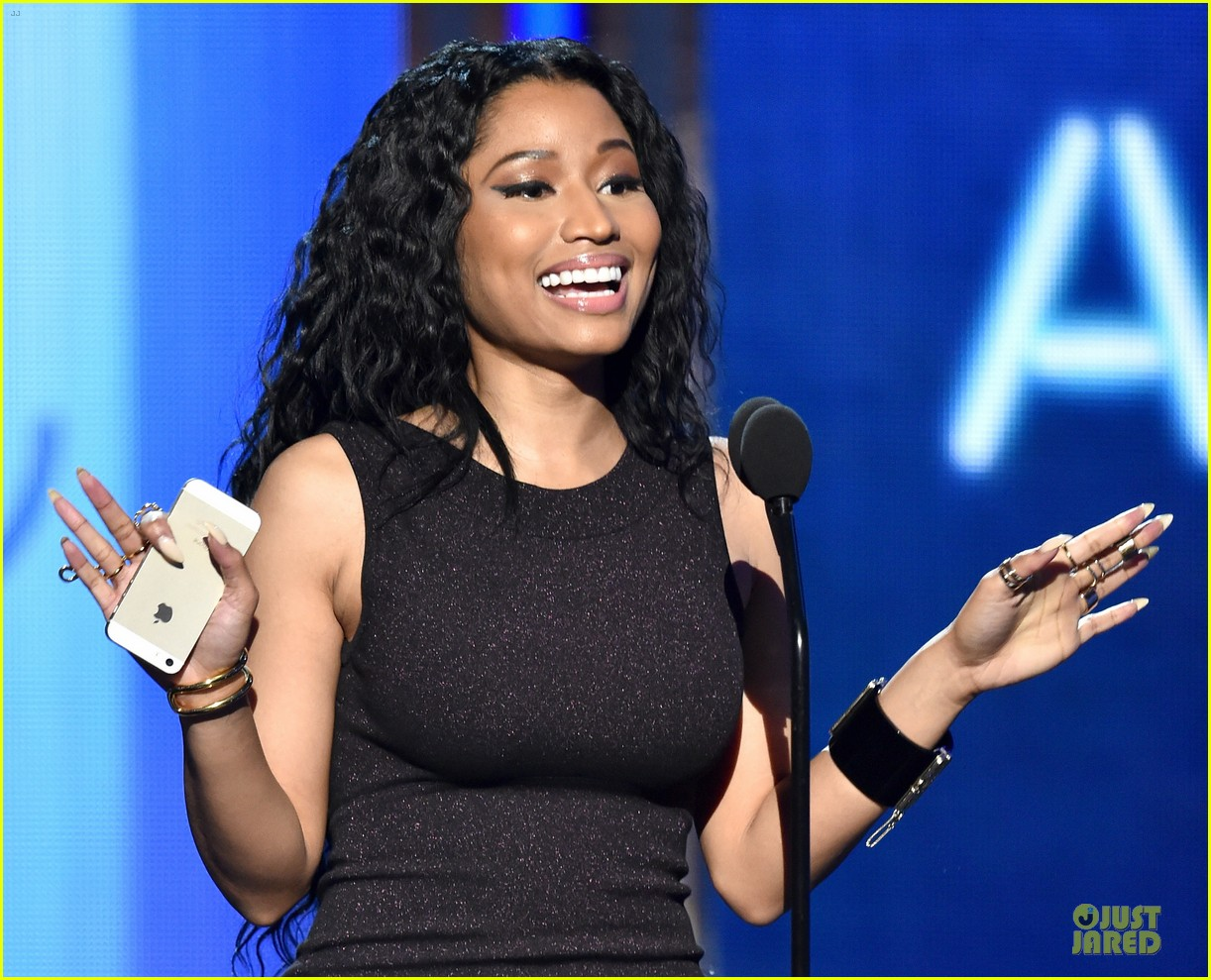 nicki minaj changes to accept female hip hop artist 043146573