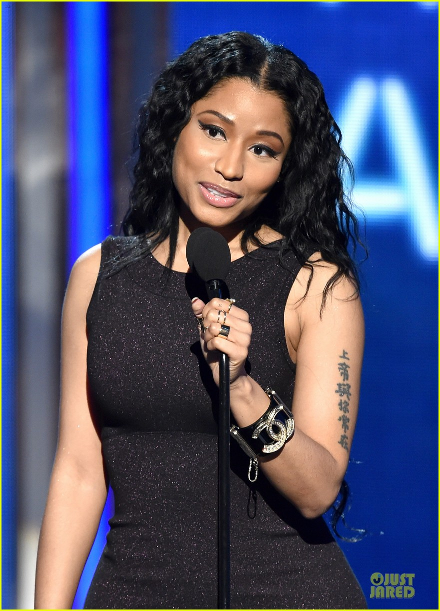 nicki minaj changes to accept female hip hop artist 083146577
