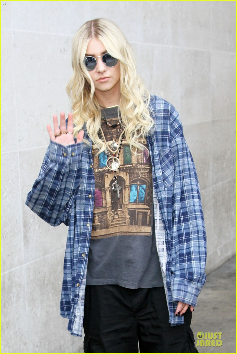 taylor momsen brings rock music to europe 02