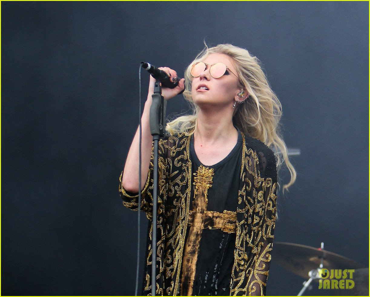 taylor momsen pretty reckless messed up world video 073137270
