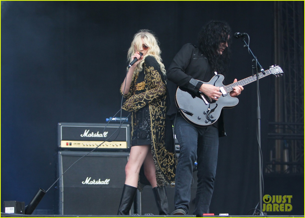 taylor momsen pretty reckless messed up world video 123137275