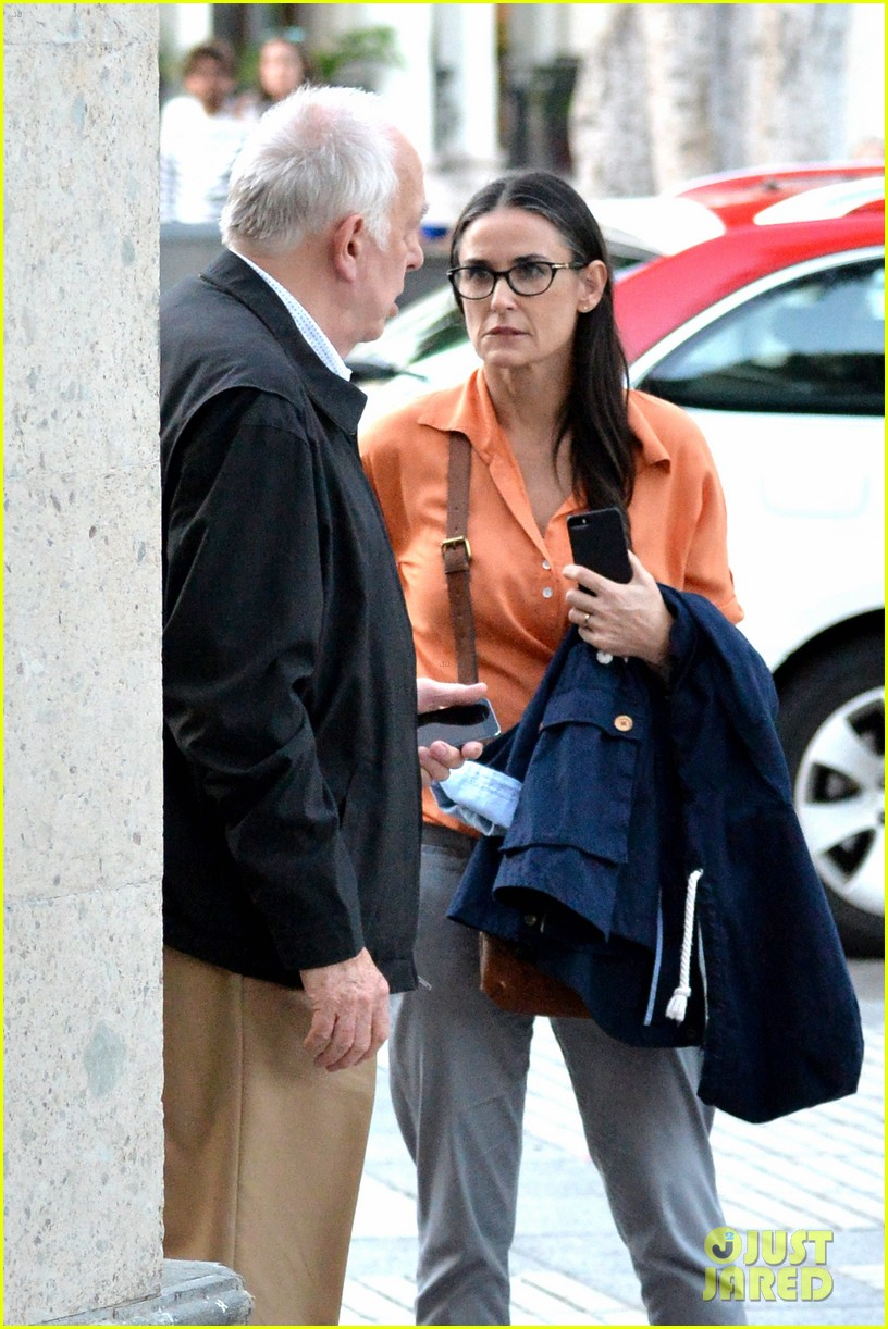 demi moore gets back to the grind begins filming wild oats 03