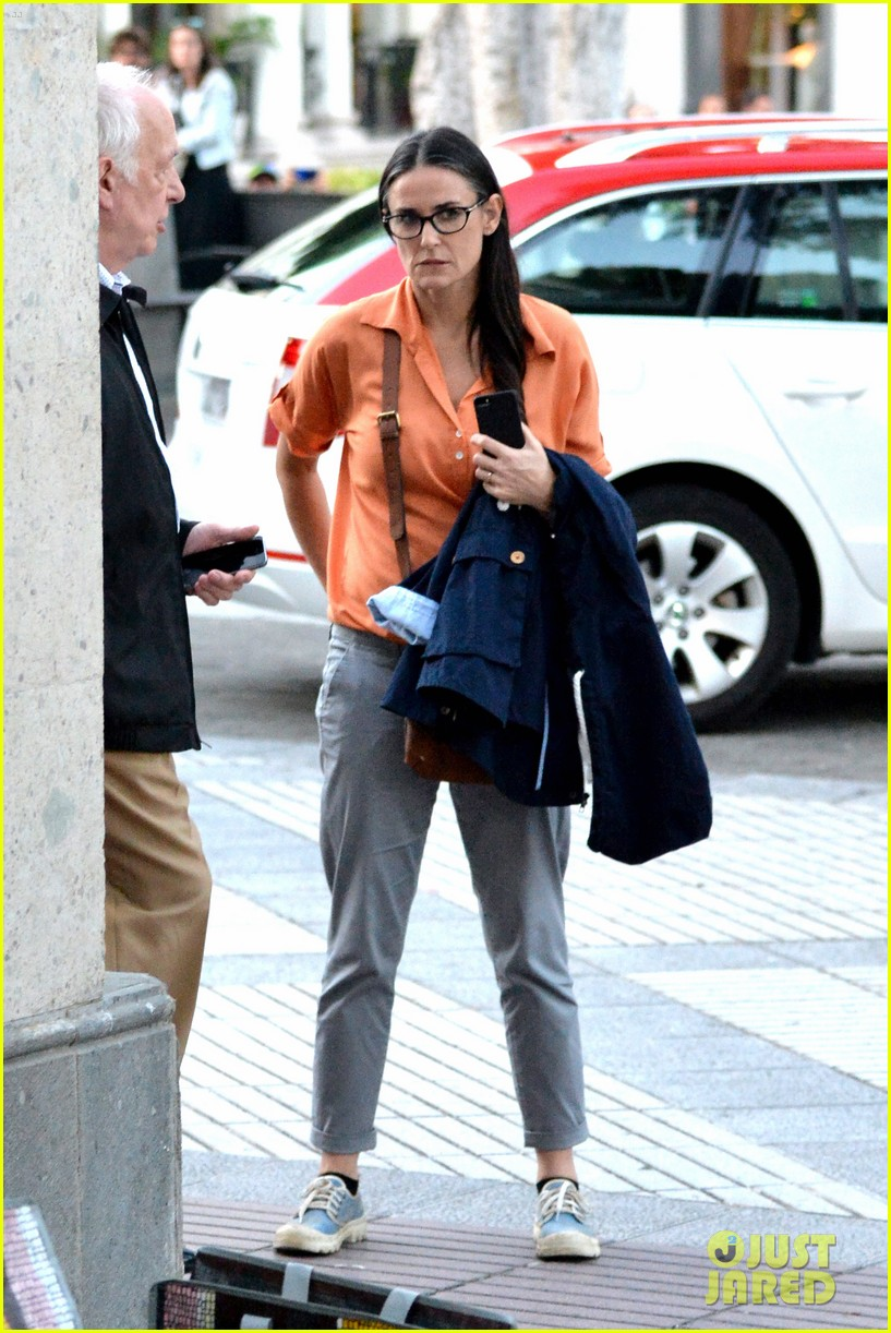 demi moore gets back to the grind begins filming wild oats 043141655