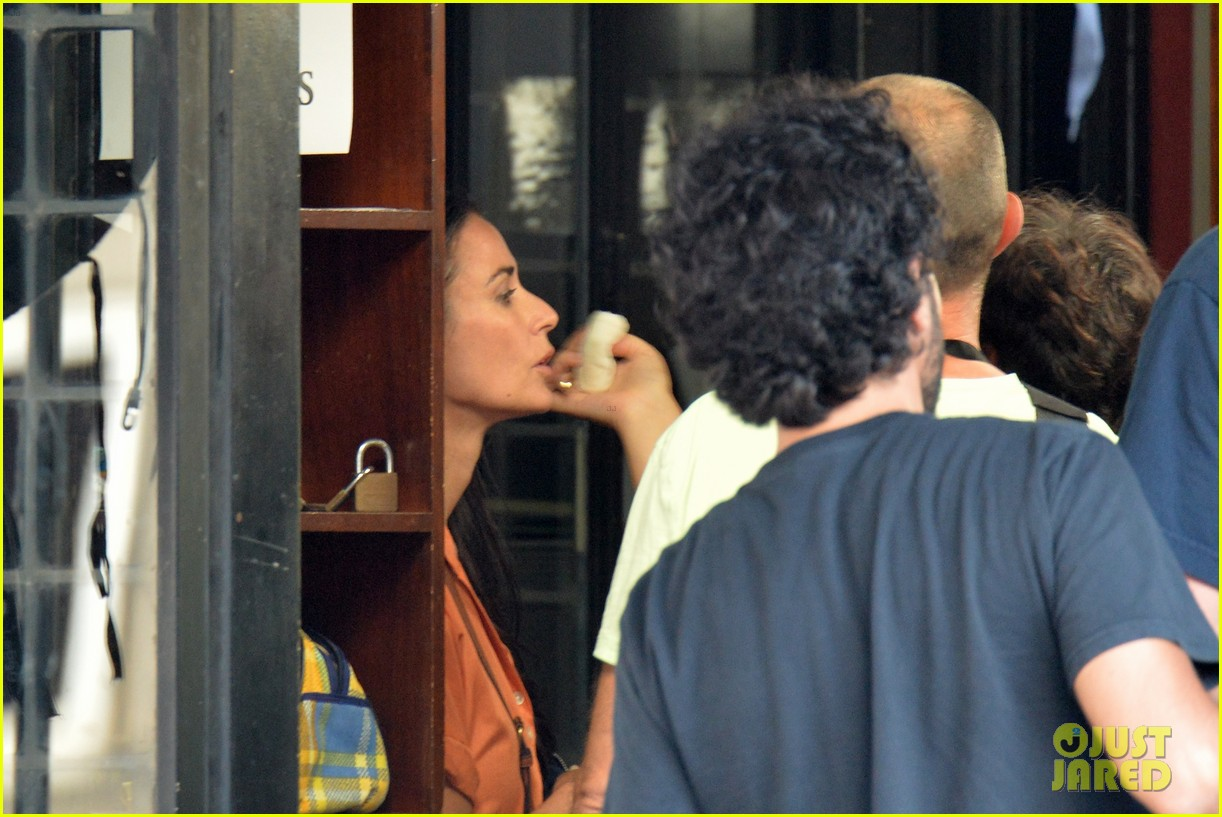 demi moore gets back to the grind begins filming wild oats 083141659
