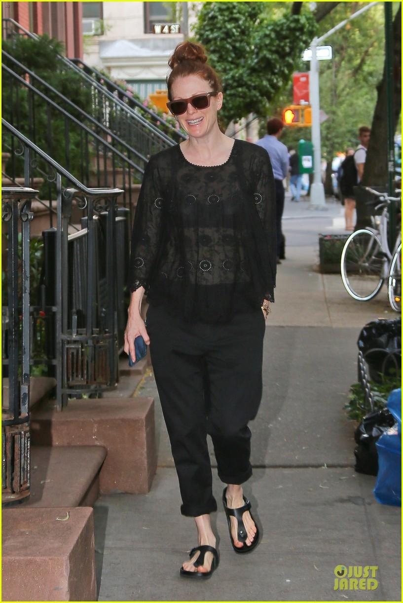 julianne moore flashes black bra in sheer top 013142884