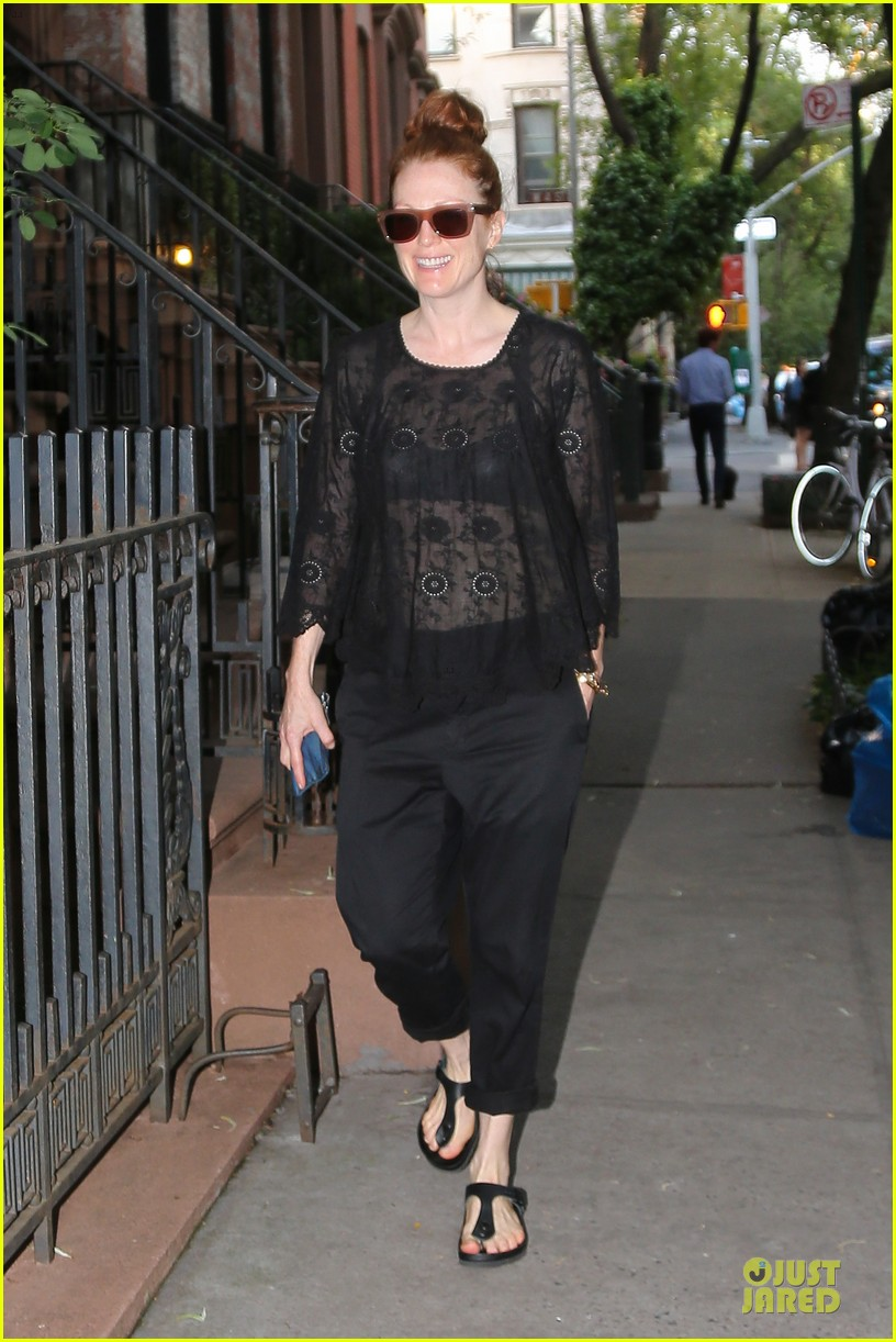 julianne moore flashes black bra in sheer top 03