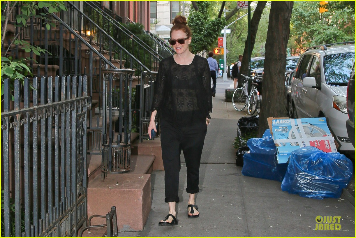 julianne moore flashes black bra in sheer top 083142891