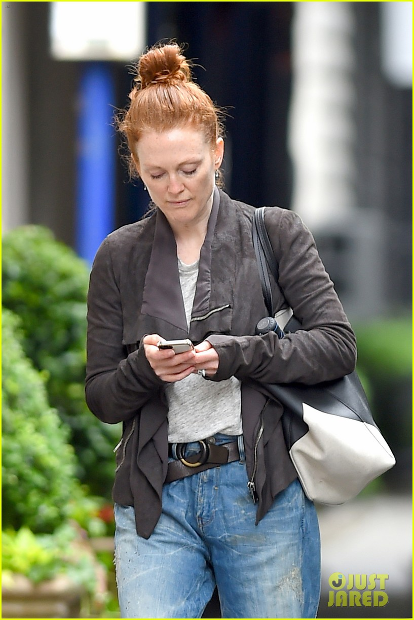 julianne moore scored cool mom points 063130650