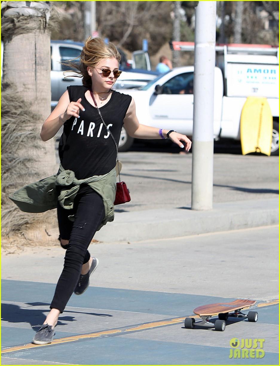 chloe moretz went skateboarding with brooklyn beckham 04