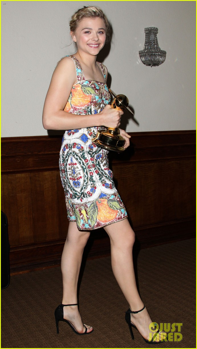 chloe moretz scores best performance by a younger actor at saturn 033144703