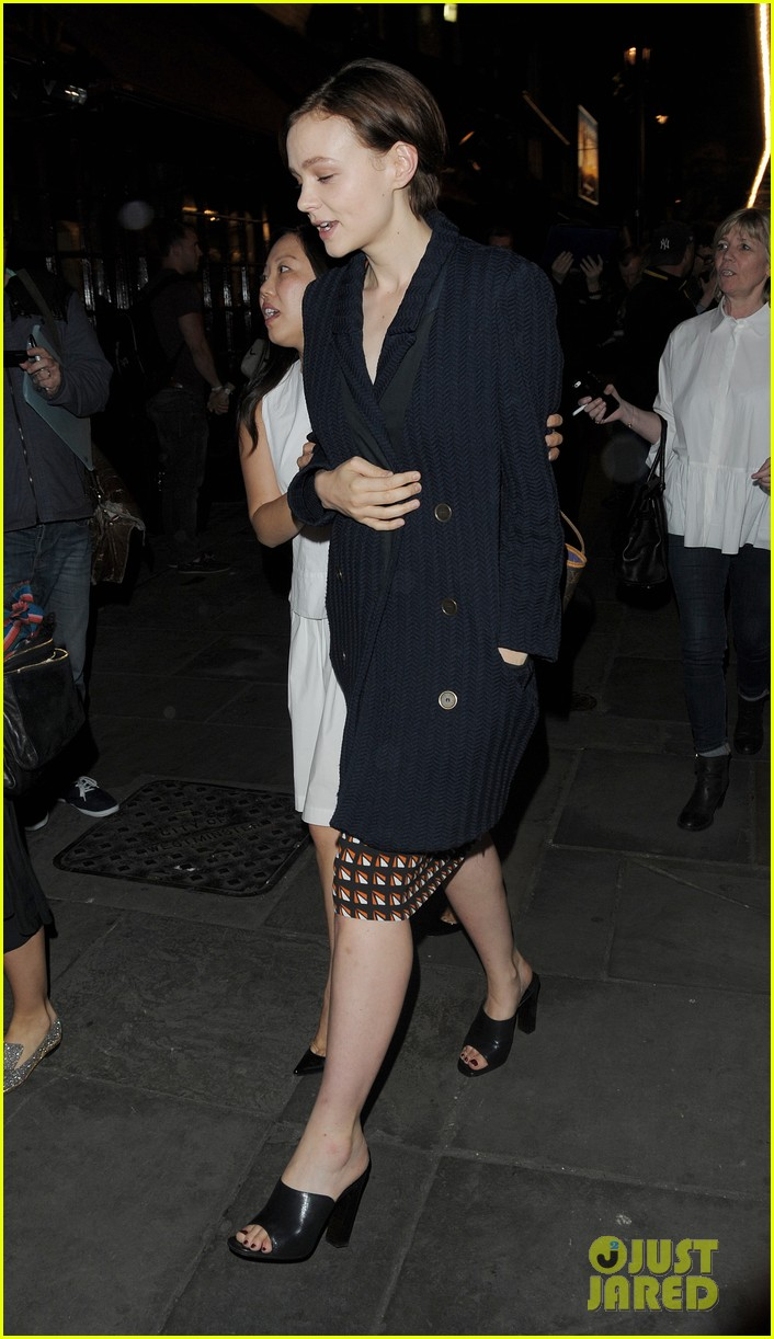 carey mulligan celebrates at skylight press night 05