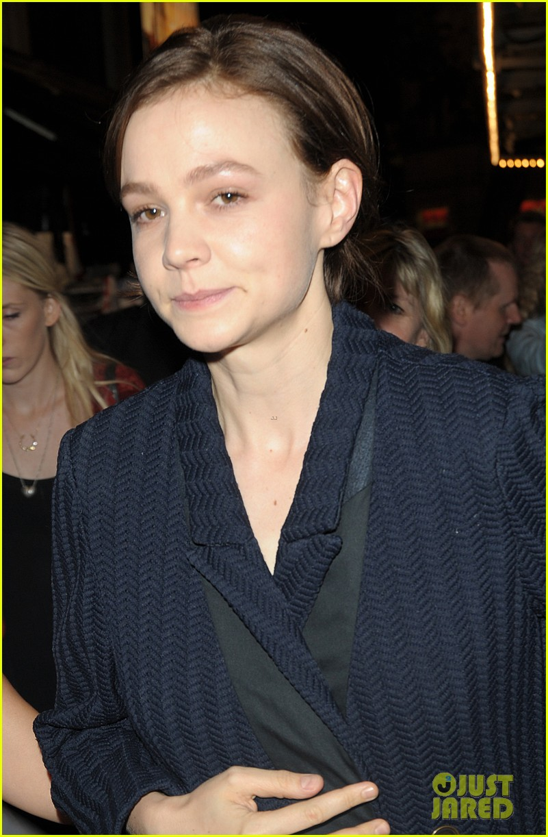 carey mulligan celebrates at skylight press night 063138489