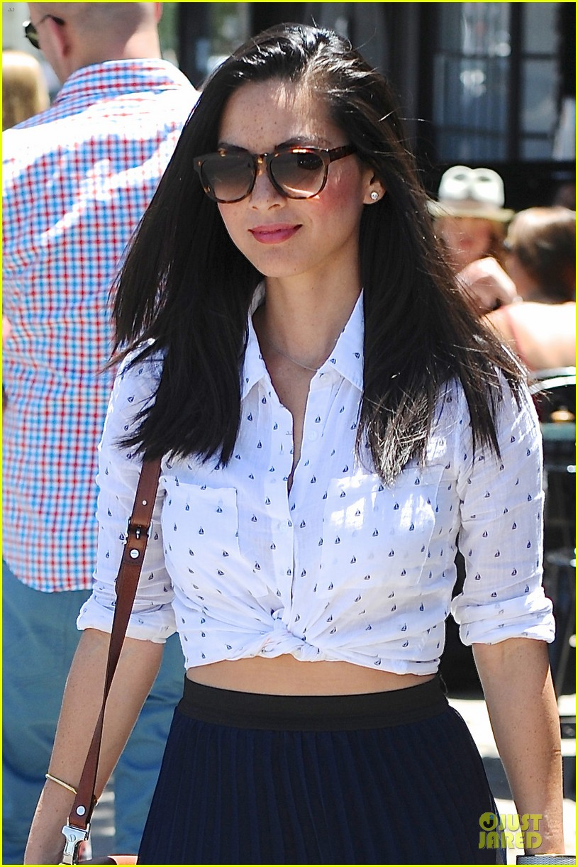 olivia munn goes classic since it fits body 043128685