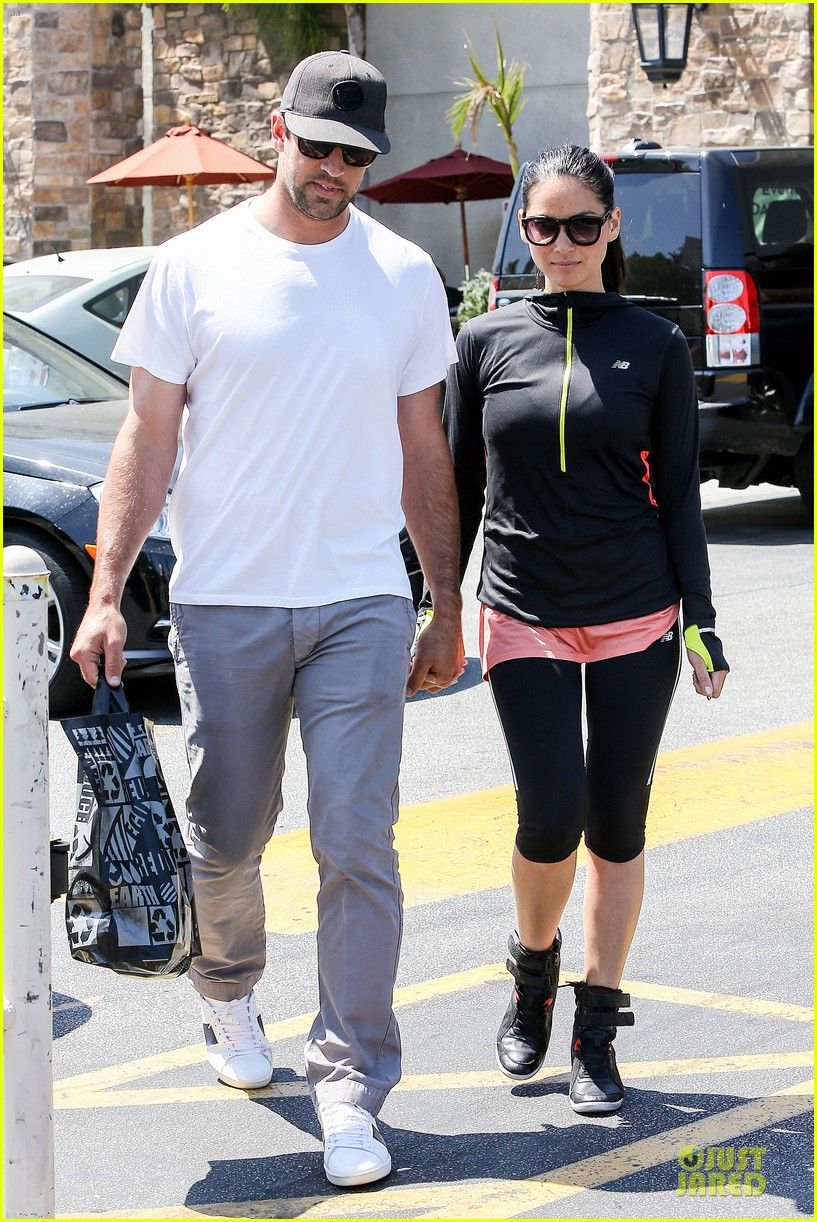 olivia munn aaron rodgers bring blossoming love to gelsons 053132117