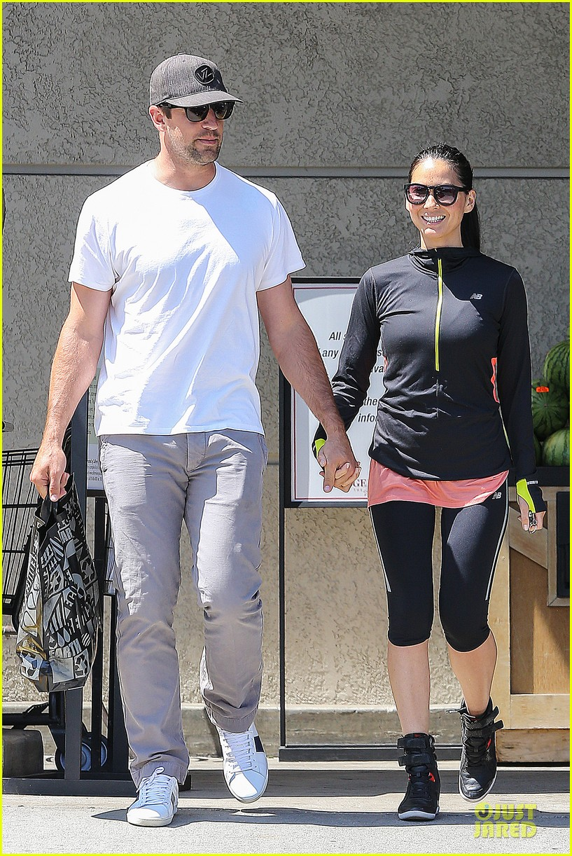 olivia munn aaron rodgers bring blossoming love to gelsons 073132119