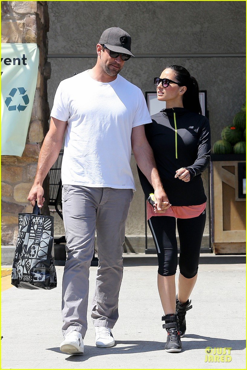 olivia munn aaron rodgers bring blossoming love to gelsons 083132120