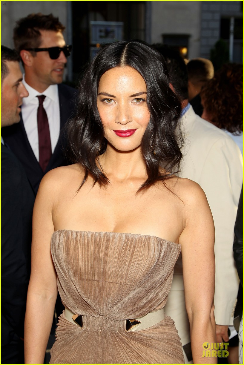 olivia munn aaron rodgers look perfect for deliver us from evil screening 023142725