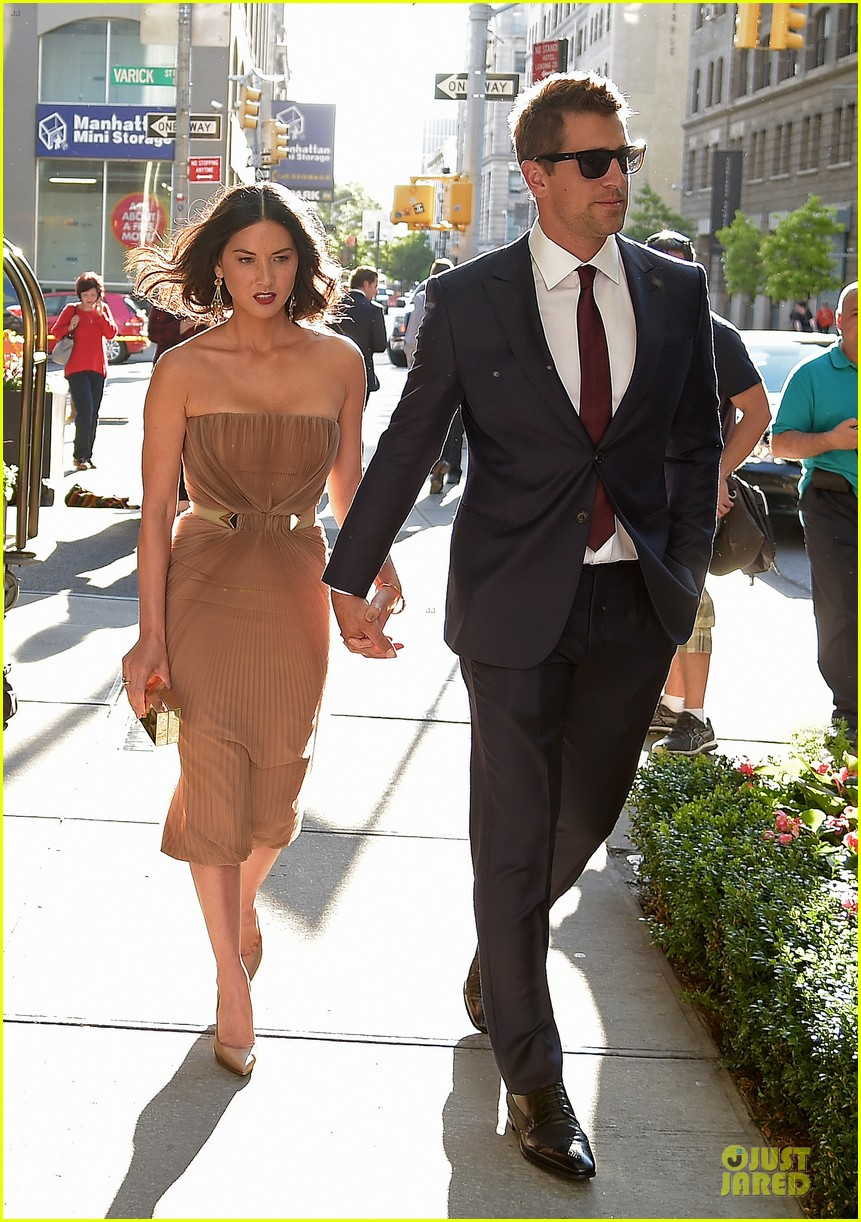 olivia munn aaron rodgers look perfect for deliver us from evil screening 03