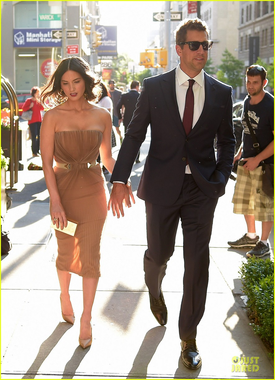 olivia munn aaron rodgers look perfect for deliver us from evil screening 053142728