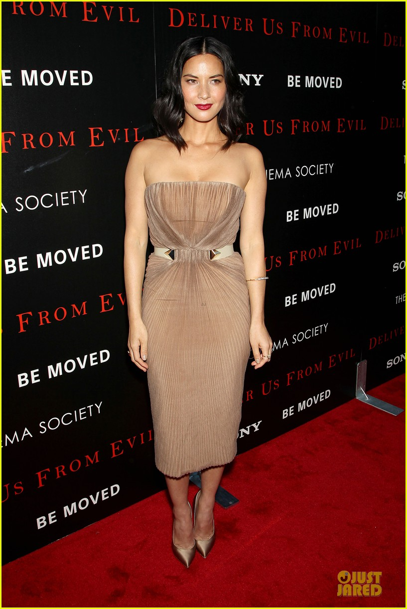 olivia munn aaron rodgers look perfect for deliver us from evil screening 073142730