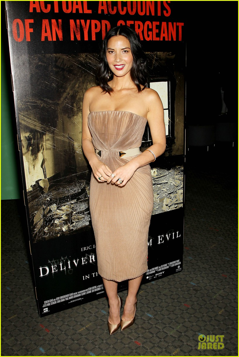 olivia munn aaron rodgers look perfect for deliver us from evil screening 133142736