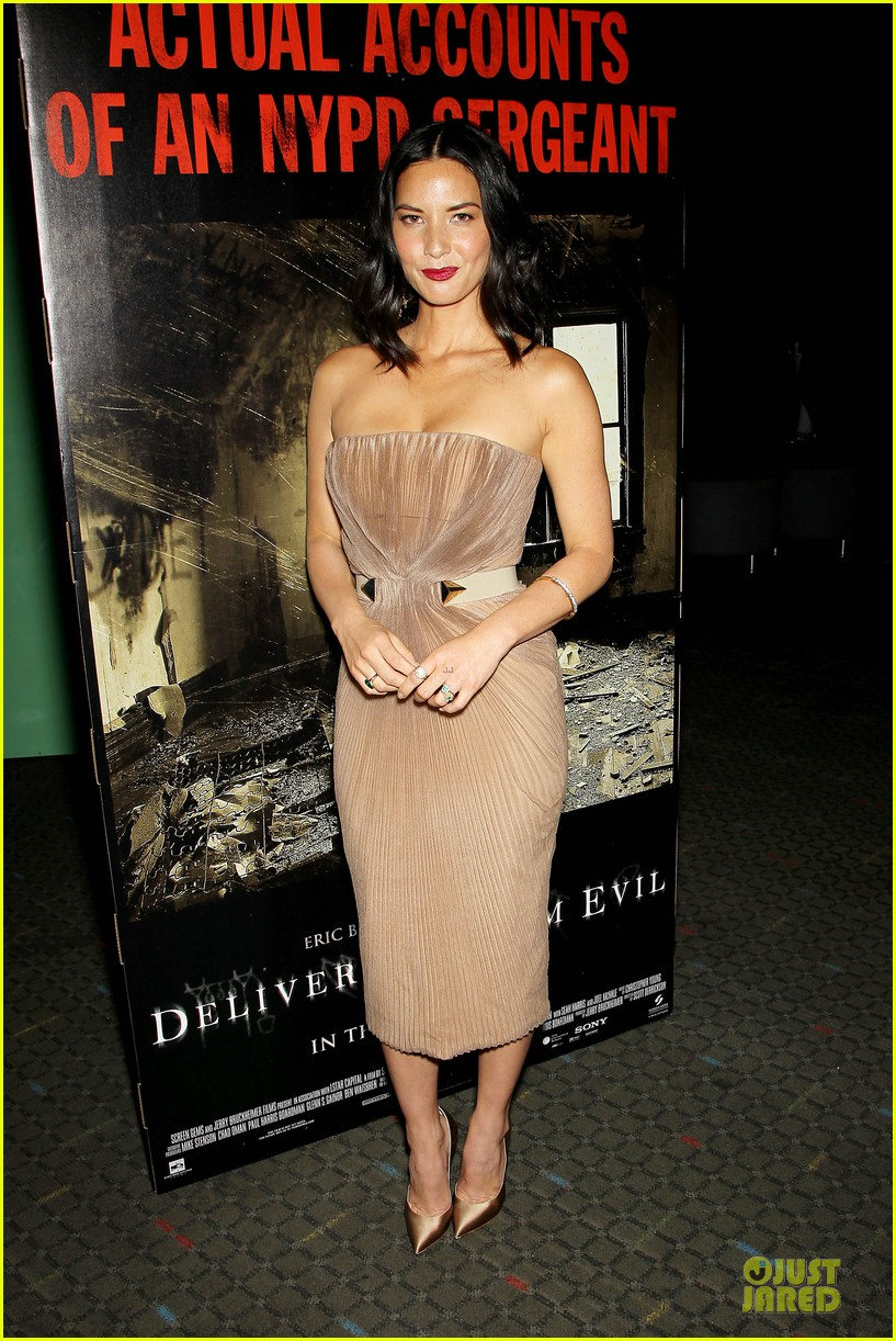 olivia munn aaron rodgers look perfect for deliver us from evil screening 143142737