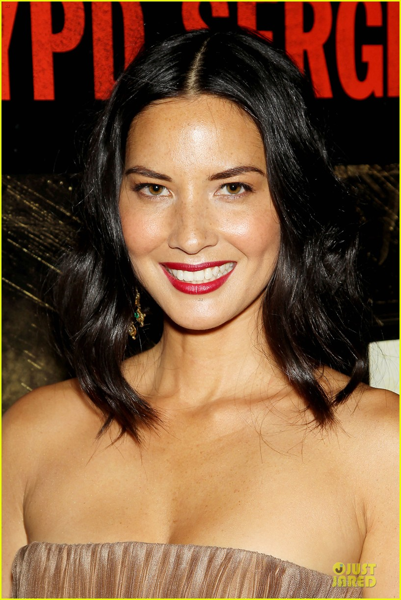 olivia munn aaron rodgers look perfect for deliver us from evil screening 15