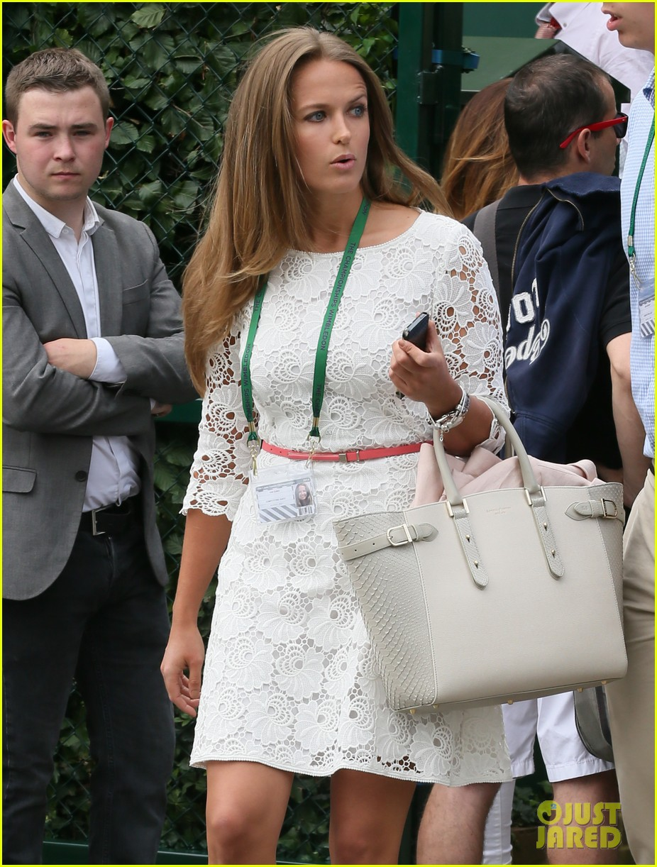 andy murray girlfriend kim sears supports him at wimbledon 02