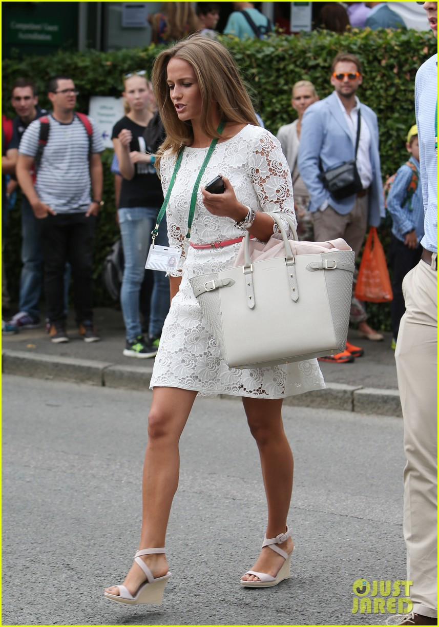 andy murray girlfriend kim sears supports him at wimbledon 05