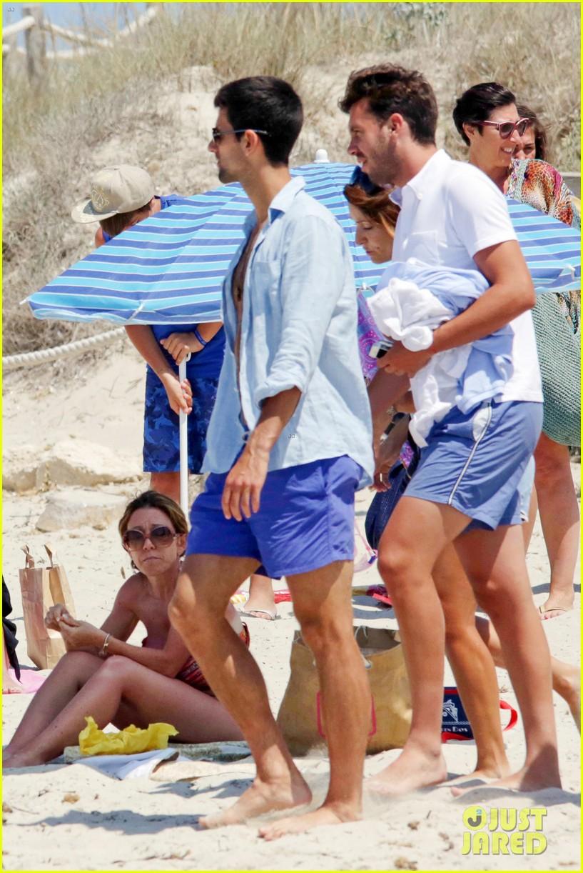 novak djokovic continues his bachelor party beach vacation 103135155
