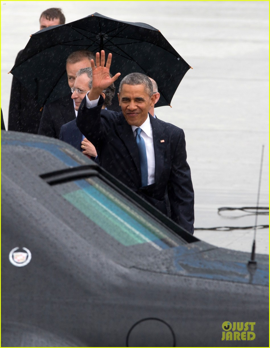 barack obama arrives in brrussels amid calls for impeachment 023128273