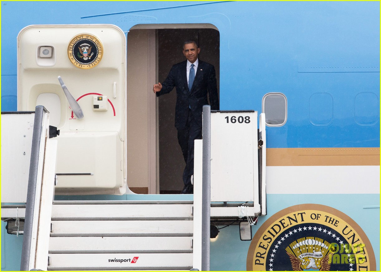 barack obama arrives in brrussels amid calls for impeachment 063128277