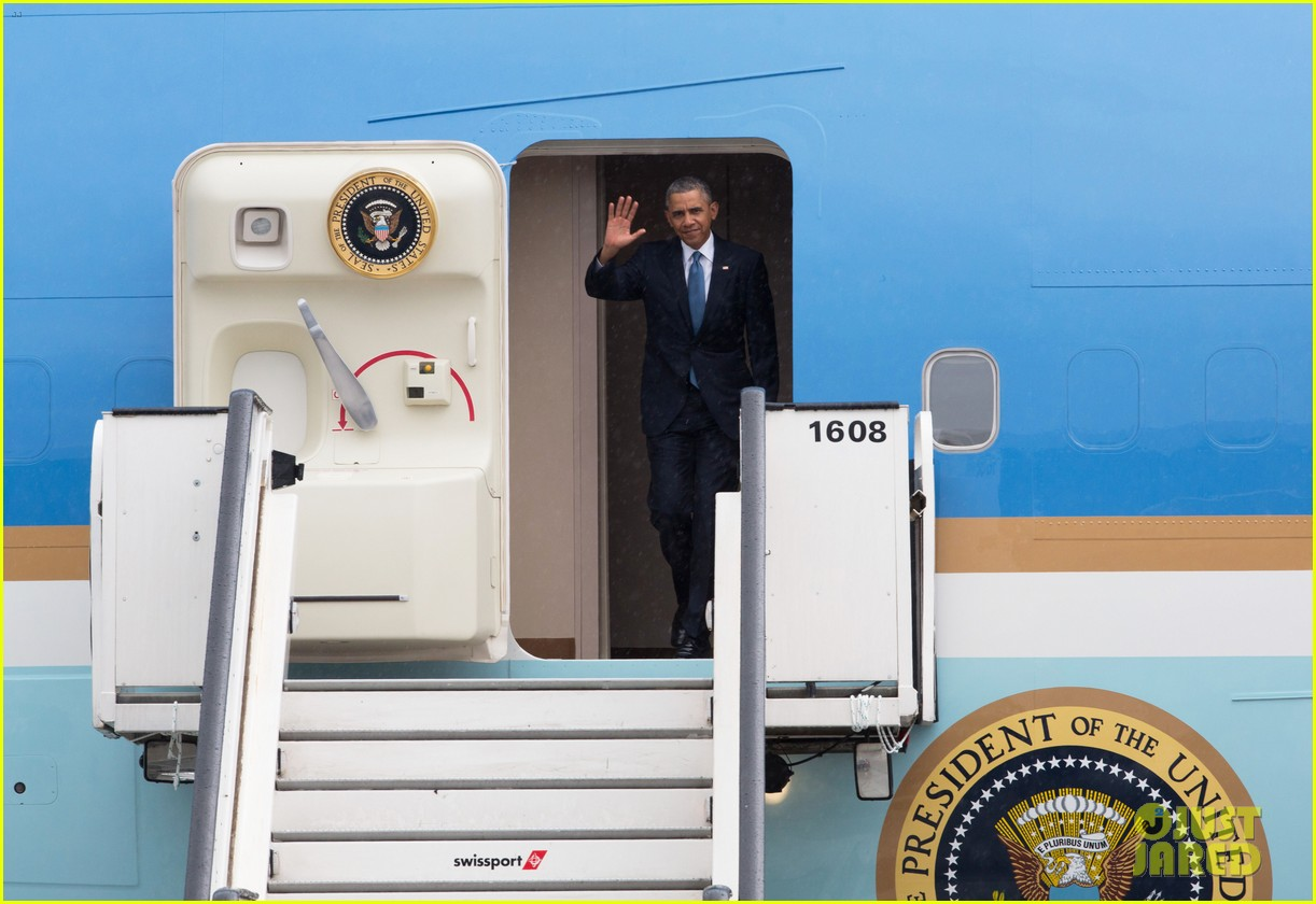 barack obama arrives in brrussels amid calls for impeachment 073128278