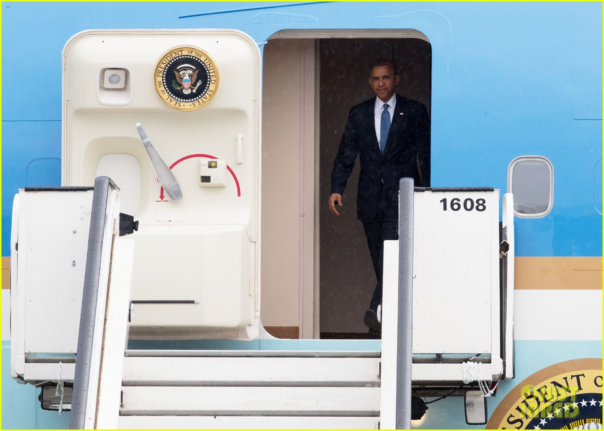 barack obama arrives in brrussels amid calls for impeachment 093128280
